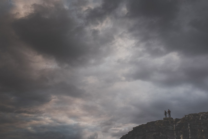 couple standing on a cliffs edge at a quarry in ottawa